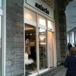 Natacha à Biarritz, ça passerait mieux avec le sourire!